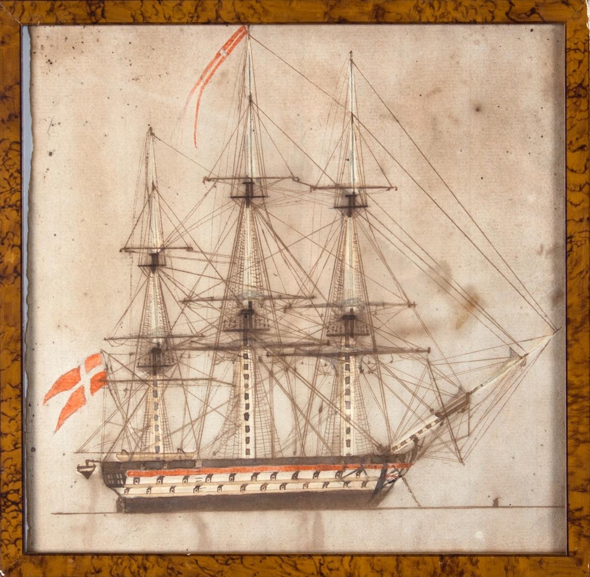Fullrigger uten navn. Dansk flagg uten kongeinitialer. Skipet er utstyrt med kanoner og en gallionsfigur som holder en stang (ol.) i sin ene hånd.