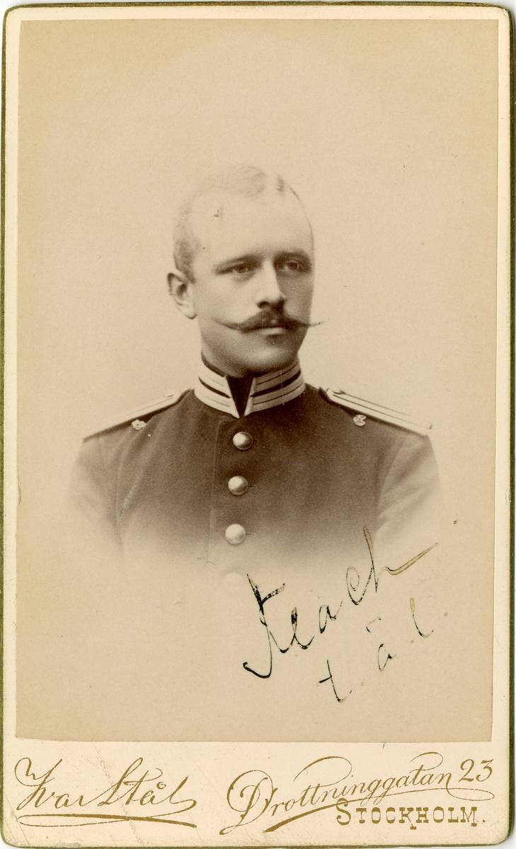 Porträtt av Gustaf Flach, officer vid Andra livgrenadjärregementet I 5.