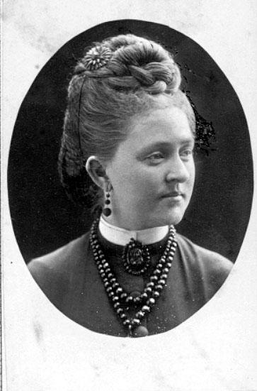Fru Tekla Olin, född Wendels.