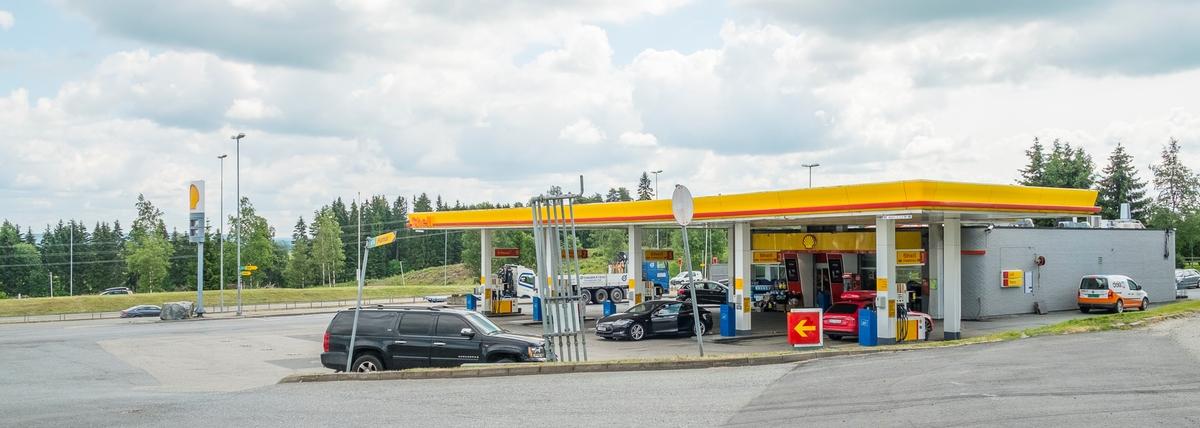 Shell bensinstasjon Prestmoen Kløfta Ullensaker. På sydgående side av E6.