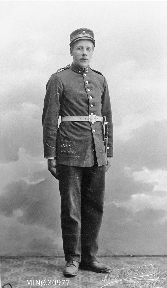 Portrett av ung mann i uniform - Peder H. Dalen