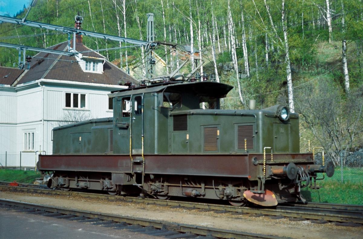 Rjukanbanens lokomotiv nr. 10 på Mæl stasjon.