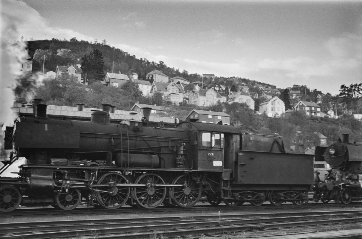 Damplokomotiv type 30a nr. 274 på Marienborg.