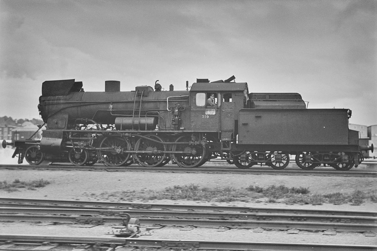 Damplokomotiv type 30b nr. 359 på Trondheim stasjon.