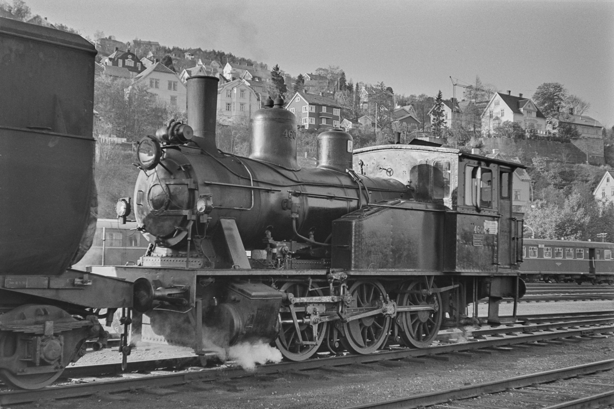 Damplokomotiv type 23b nr. 460 i skiftetjeneste på Marienborg Verksted.