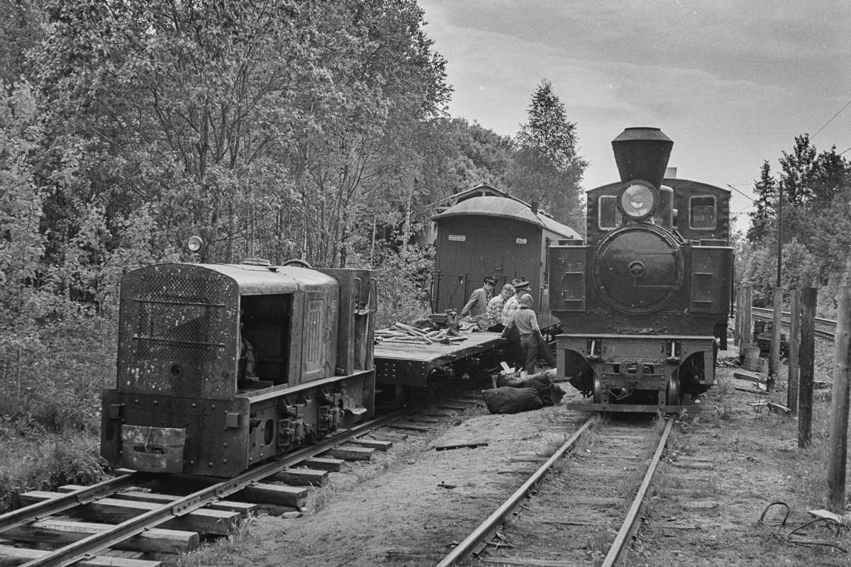 Fra museumsbanen Urskog-Hølandsbanen. Toget trekkes av damplokomotiv XXIXa nr. 6 Høland. Vannfylling fra brønn.