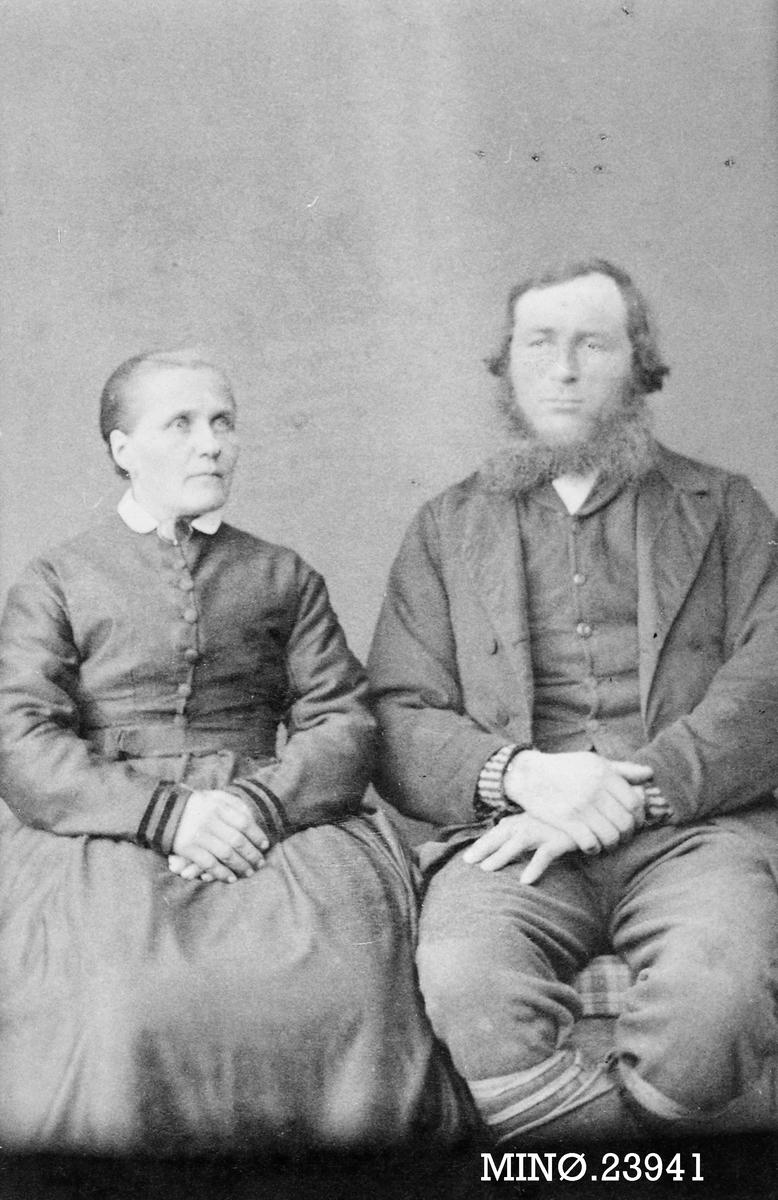 Portrett av ektepar - Anne Marie og John J. Midtdal