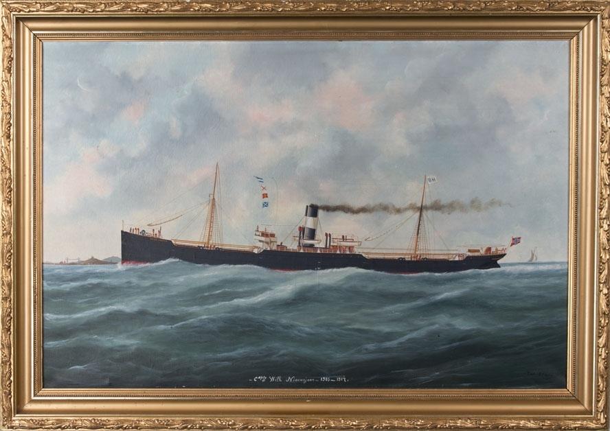 Dampskipet PETER JEBSEN under fart i åpen sjø. I bakgrunnen skimtes en moderne brokonstruksjon.