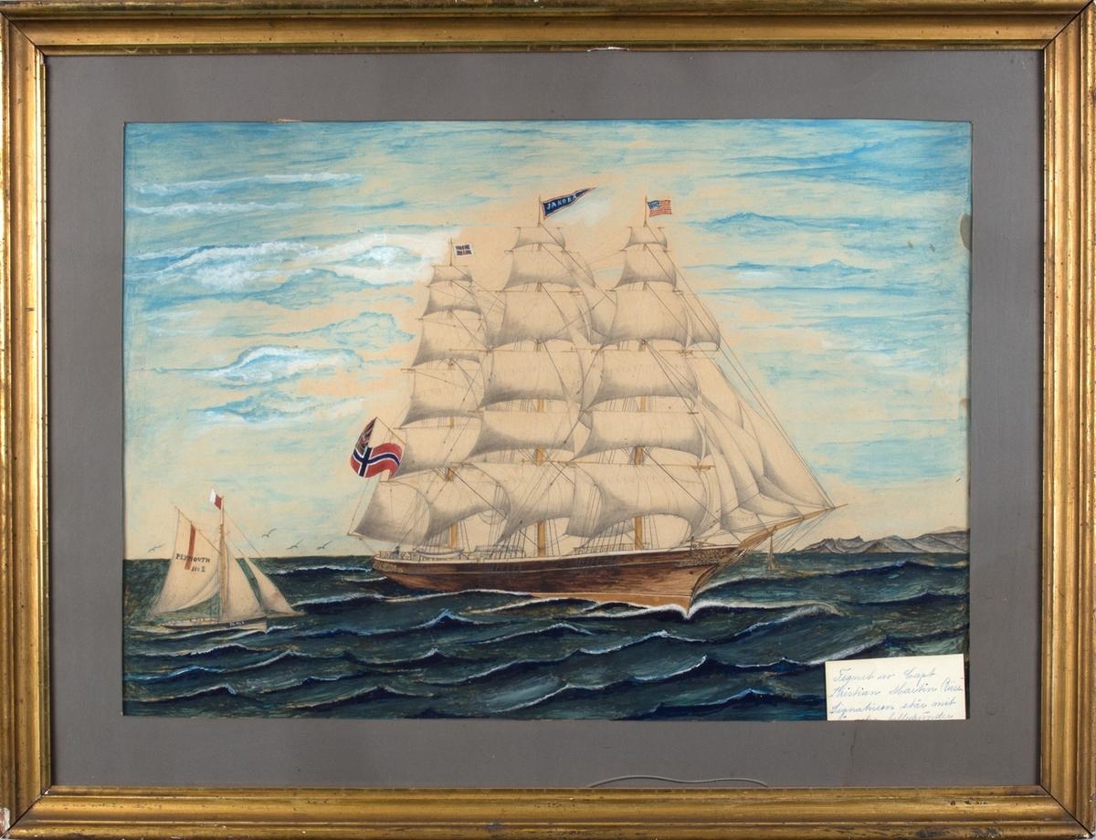 Skipsportrett av fullrigger JAKOBA for fulle seil. Det amerikanske flagget på fortoppen og unionsflagget på messangaffelen. Losskøyte merket Plymouth No 2 til venstre i motivet.