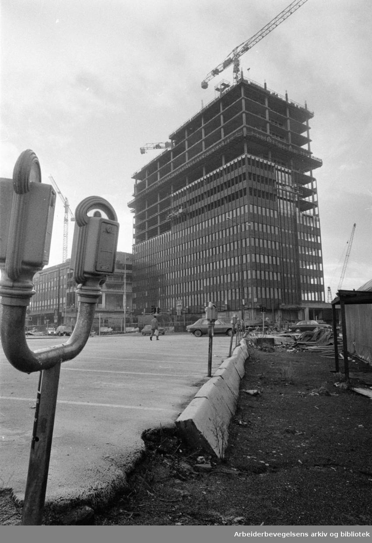 Postgirobygget vokser. November 1974