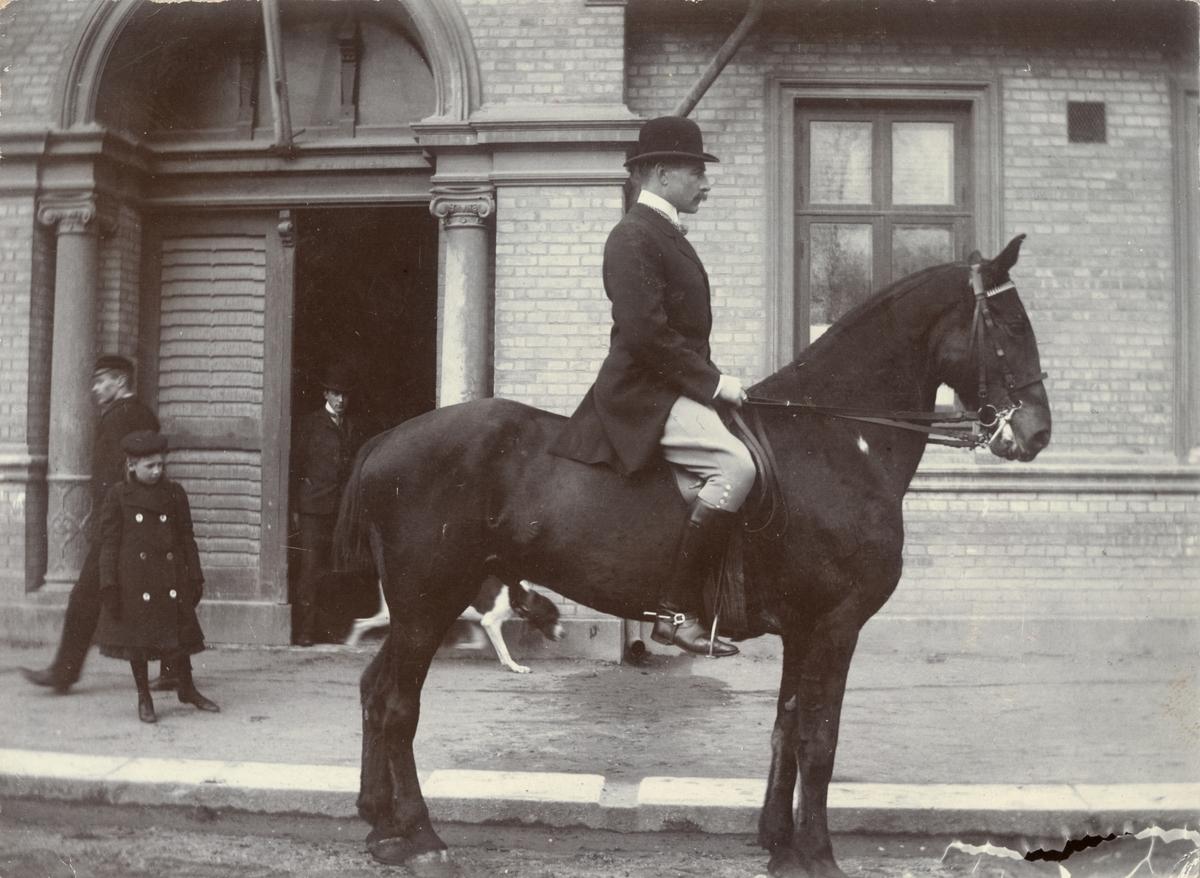 Fredrik August Ridderstolpe på hästen Cid, mars 1903.