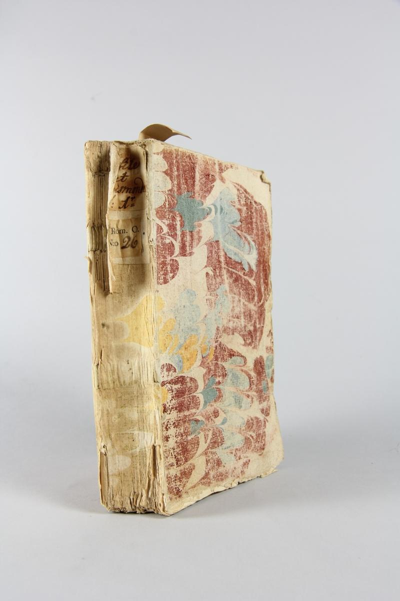 """Bok, häftad, """"Persile et Sigismonde"""", del 1, tryckt 1738 i Paris. Pärm av marmorerat papper, oskuret snitt. Blekt rygg med pappersetikett med volymens namn och samlingsnummer. Anteckning om inköp."""