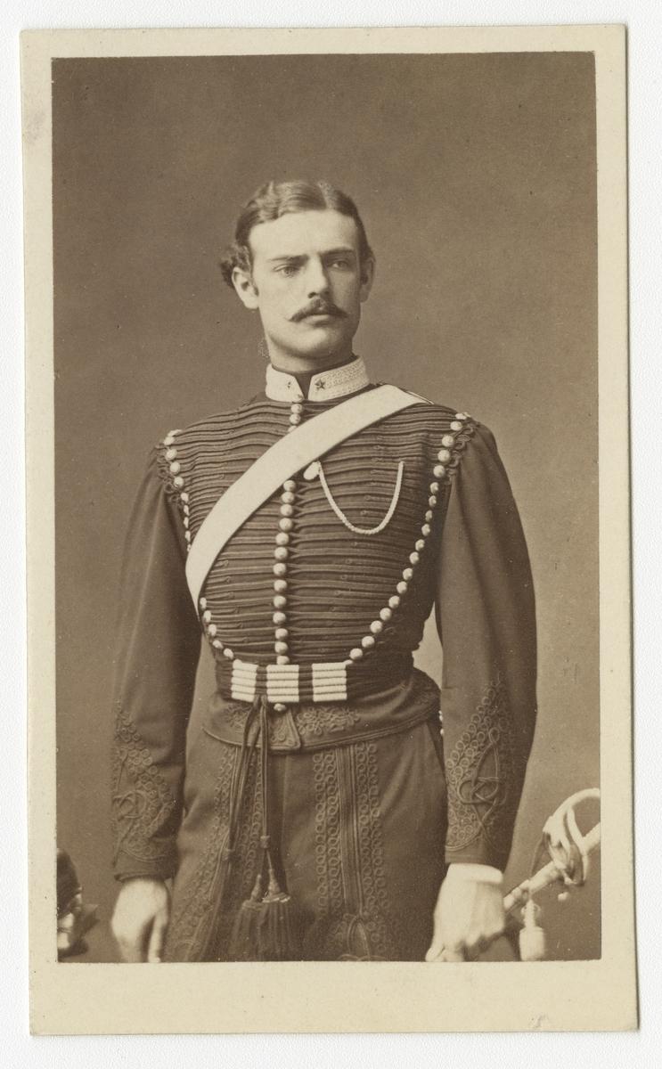 Porträtt av Åke Hjalmar Nordenfelt, underlöjtnant vid Wendes artilleriregemente A 3.  Se även bild AMA.0002037.