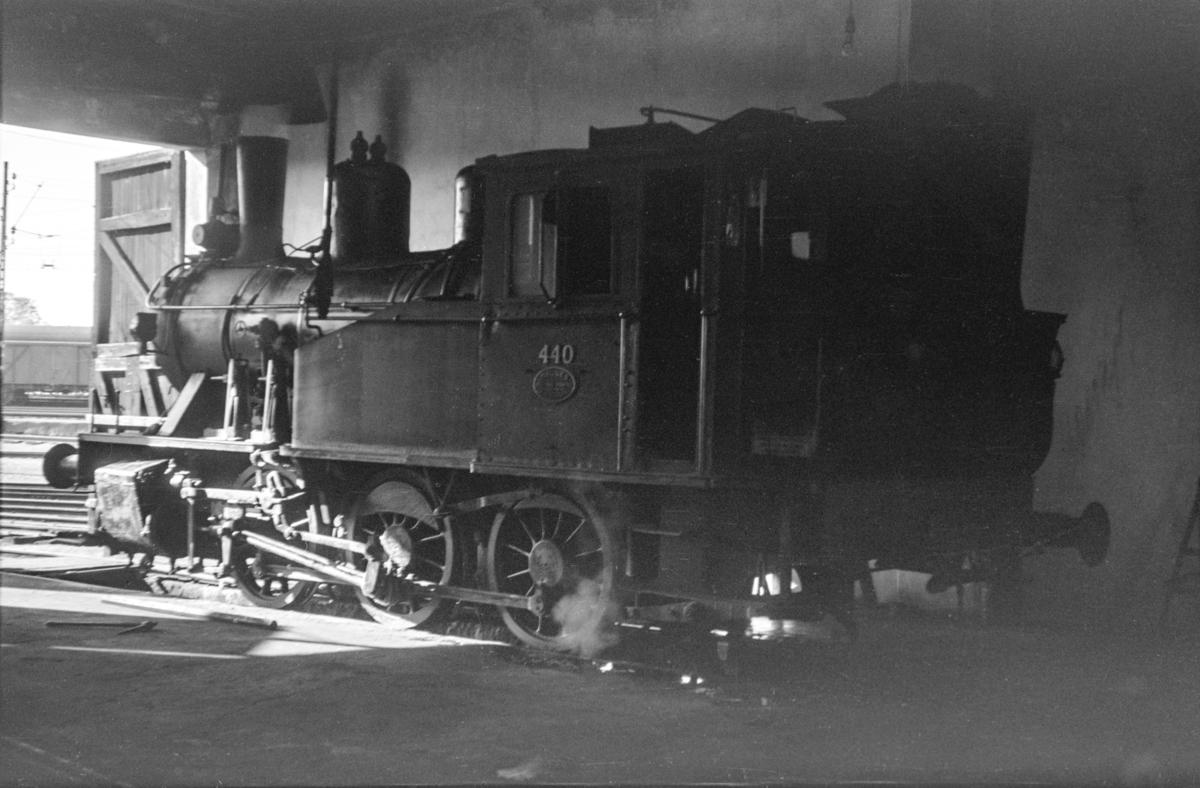 Damplokomotiv type 23b nr. 440 i lokomotivstallen på Lillestrøm stasjon.