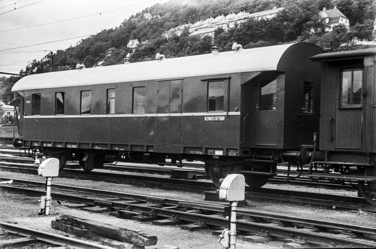 Person-, reisegods- og konduktørvogn litra  BF3 nr. 19918. Vognen ble primært benyttet i godstog.