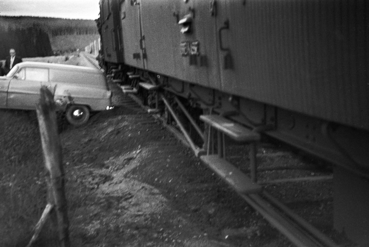 Persontog fra Namsos til Grong har støtt sammen med en bil på planovergangen ved Skogmo.