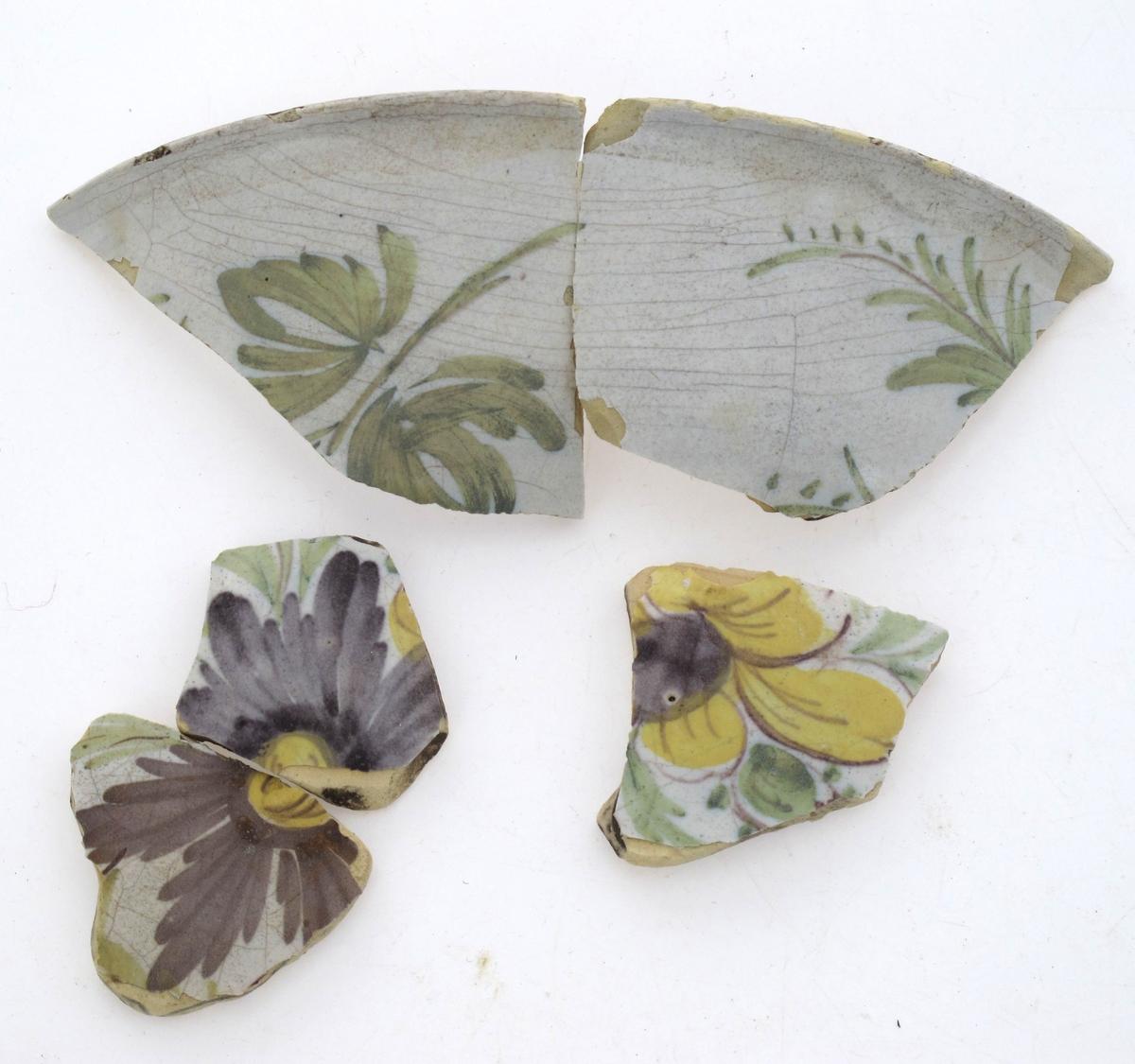 Dekorert med blad og blomster