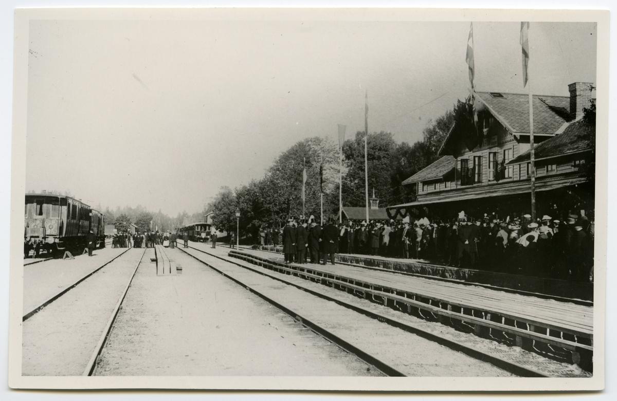 Svartå station. Bilden tagen i samband med invigningen av Svartåbanan 1897.