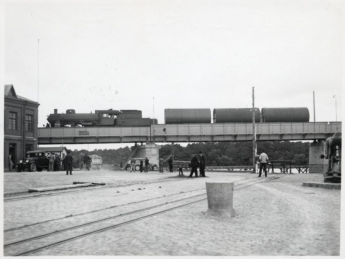 Provbelastning av den nya järnvägsbron över Ätran vid Falkenberg.