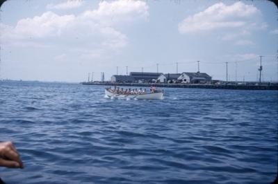 Kapproing i livbåt. Kadetter fra skoleskipet STATSRAAD LEHMKUHL.