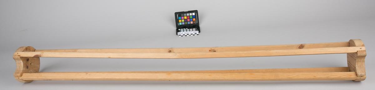 Rull til å oppbevare fane på. Faneruller er laget av 4 stykker spiler montert på runde endelokk, med sport til fanestangen. Ligger i rektangulær fanekasse med hengslet lokk.