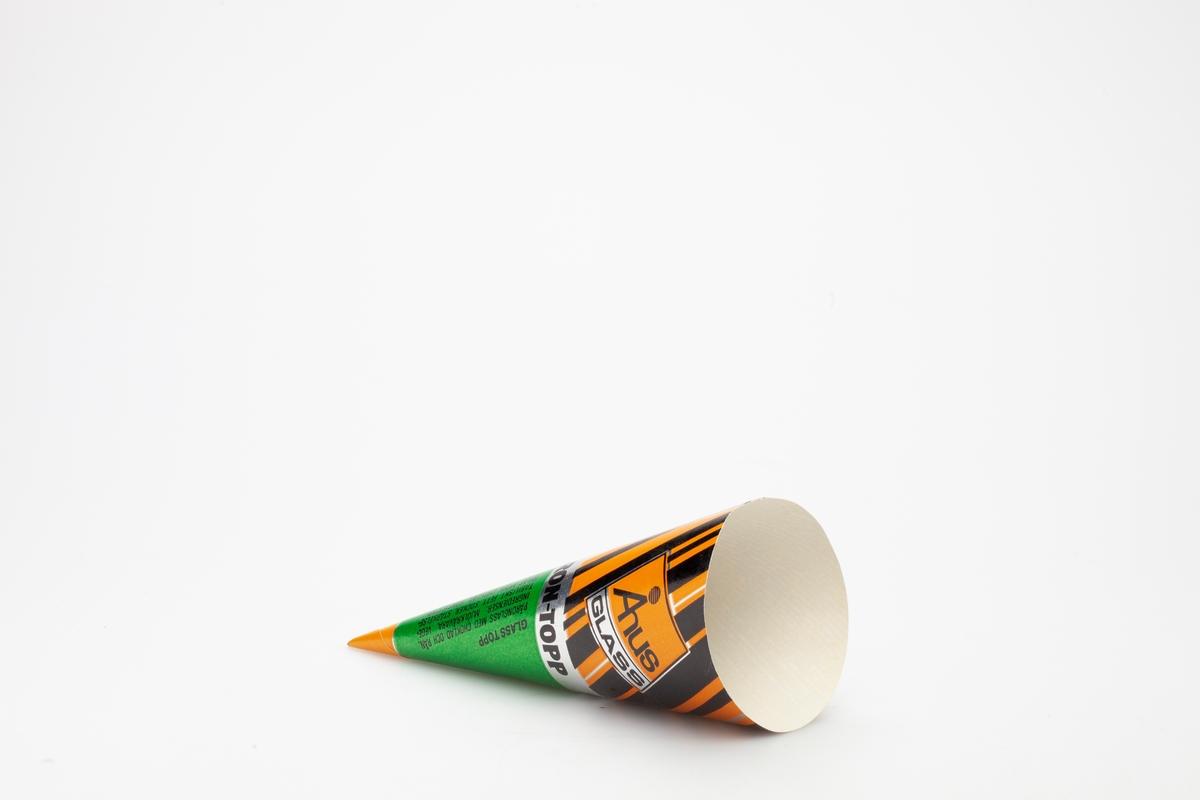 Kjegleformet iskrempapir (kremmerhus) i aluminium. Kremmerhuset er med farger på utsiden, og matt uten farge (hvit) på innsiden. Papiret har stripete mønster på øverste halvdel og to fargefelt på nederste del.