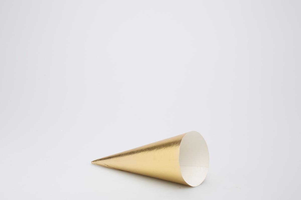 Kjegleformet iskrempapir (kremmerhus). Kremmerhus med gullfargte på utsiden, og uten farge (hvit) på innsiden. Kremmerhuset har ingen tekst eller motiver.