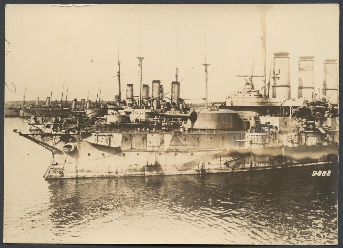 Bilden föreställer den ryska örlogsflottans fartyg i hamnen i Sevastopol.