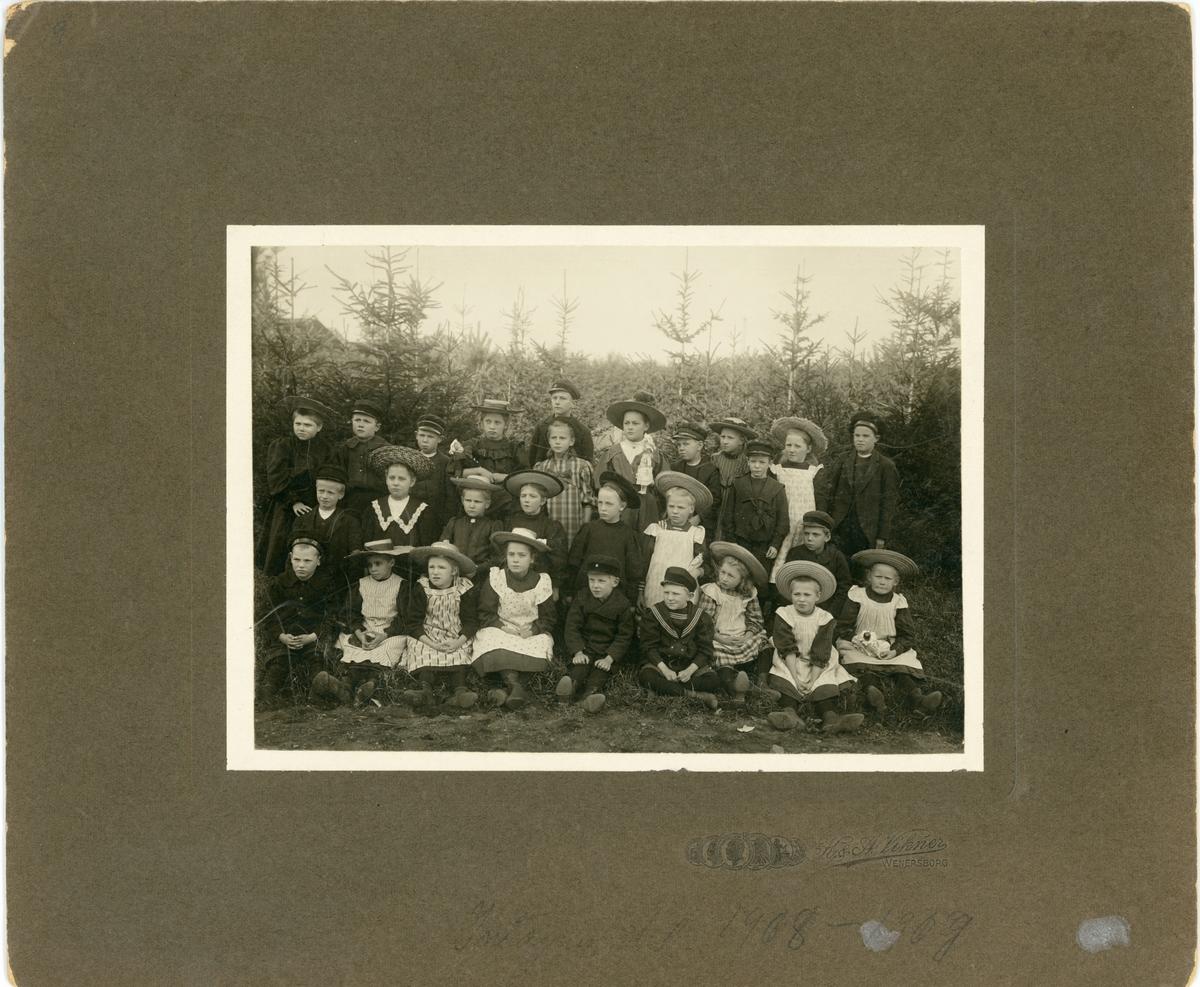 Vänersborg. Elfsborgs läns Dövstumskola, senare Vänerskolan.  Intagningsklassen 1908-1909