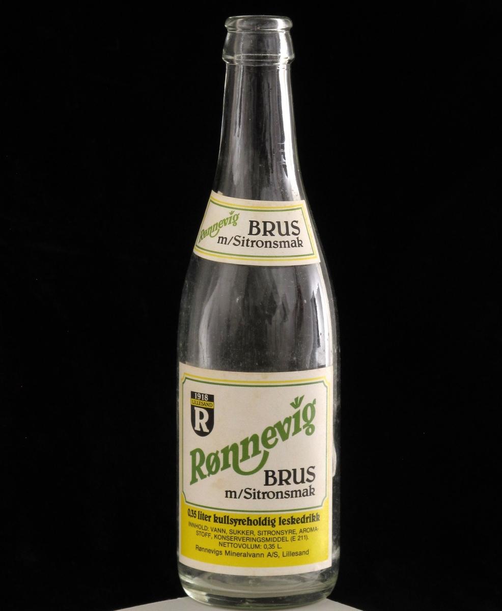 Brusflaske med etiketter, fra Rønnevigs brusfabrikk i Lillesand.
