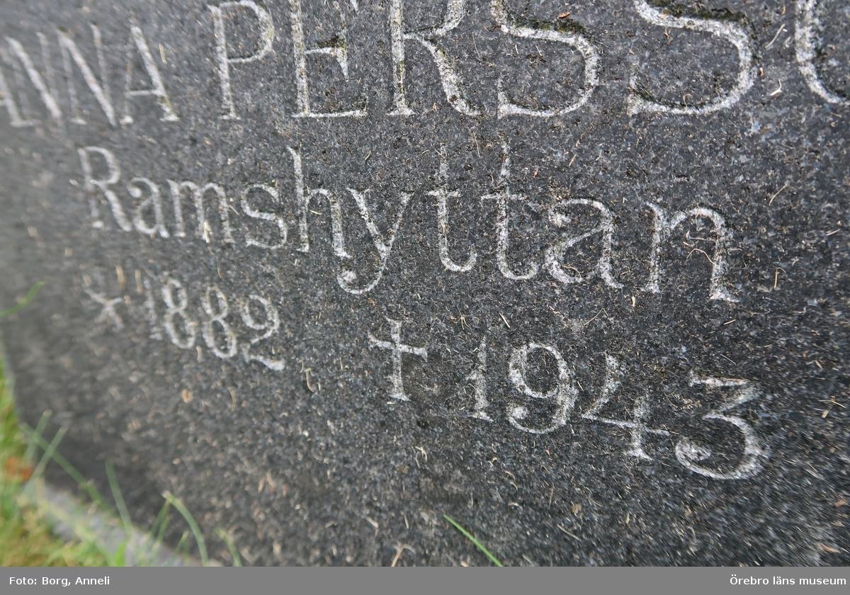 Fotoprotokoll  Acc. Nr. OLM-2019-403_1-45 Örebro läns museums diarienummer: 2016.230.125 Fotograf: Anneli Borg  Objekt: Ramsbergs nya kyrkogård Kommun: Lindesbergs kommun Län: Örebro År: 2019  Motiv:  1-45Ramsbergs nya kyrkogård, gravvårdar