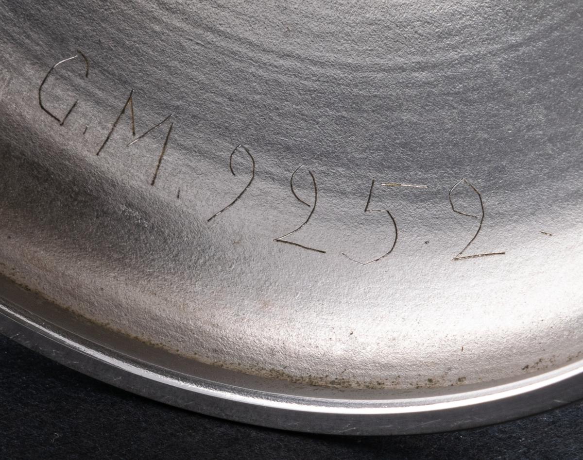Pokal i nysilver, med inskription.