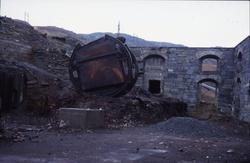 Fra ruinene av den første smeltehytta i Sulitjelma, med gamm