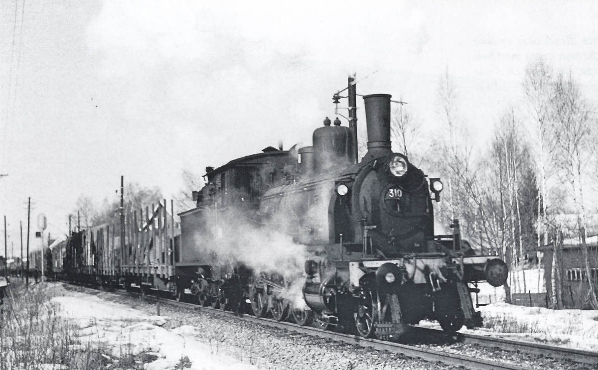 Damplok 18c 310 med godstog.
