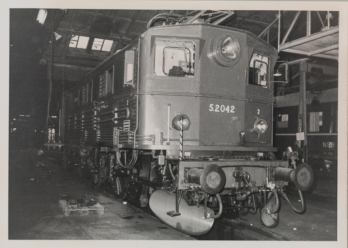Elektrisk lokomotiv El 5 2042 i Gamlestallen i Lodalen i Oslo