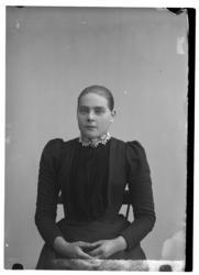 Portrett bestilt av Iver Skjørholm kvinnen er ukjent