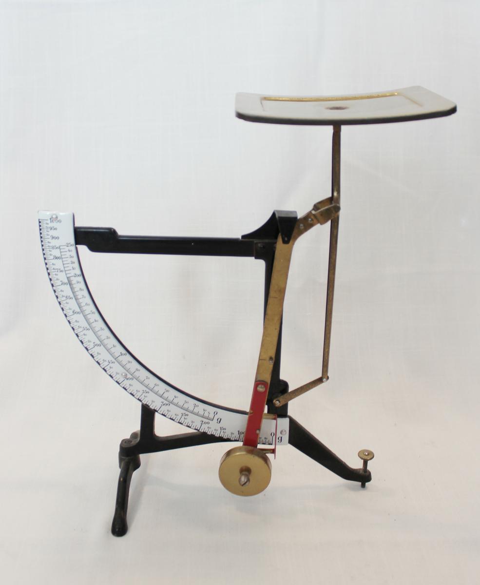 Brevvekt som viser vekt i gram.