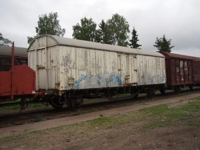Isolerad vagn, matvaruvagn Ibblps-u 805 8 467-3, Grf 47966 EVN-nummer: 43 74 1111 966-6  Vagnen är inte ombyggd genom åren.  Största tillåtna hastighet 100 km/h.
