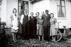 Gruppe 9 personer. fra venstre: Borghild Nilsson (f: Aalerud