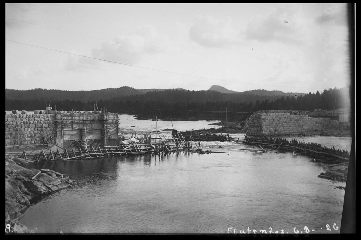 Arendal Fossekompani i begynnelsen av 1900-tallet CD merket 0468, Bilde: 72 Sted: Flaten Beskrivelse: Tatt ovenfra mot Olsbu (vestsida)