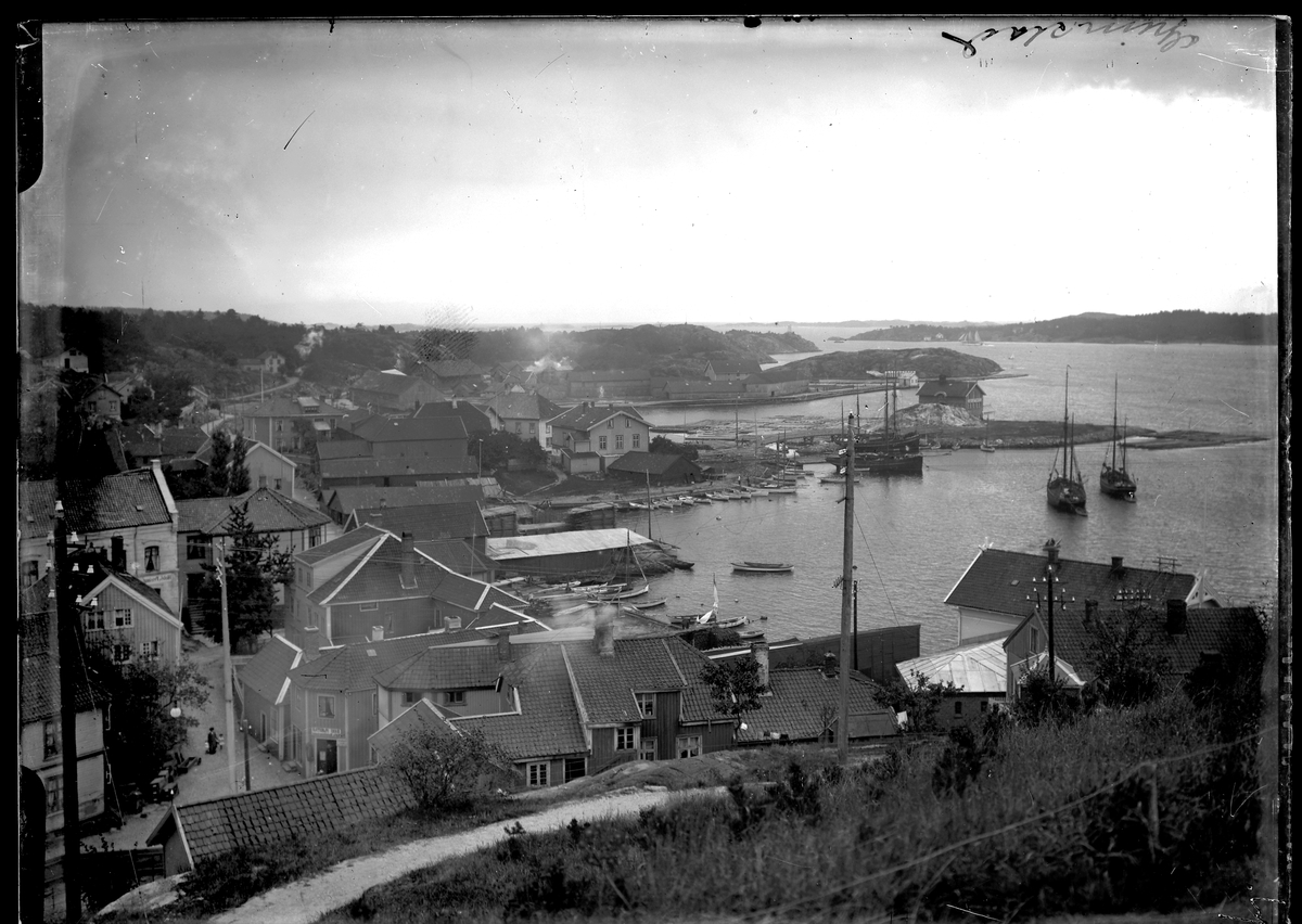 Grimstad havn sett fra Kirkeheia