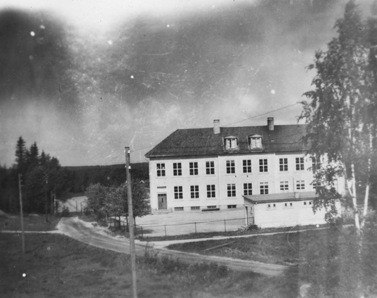 Langhus nye skole og innvielsen av skolen