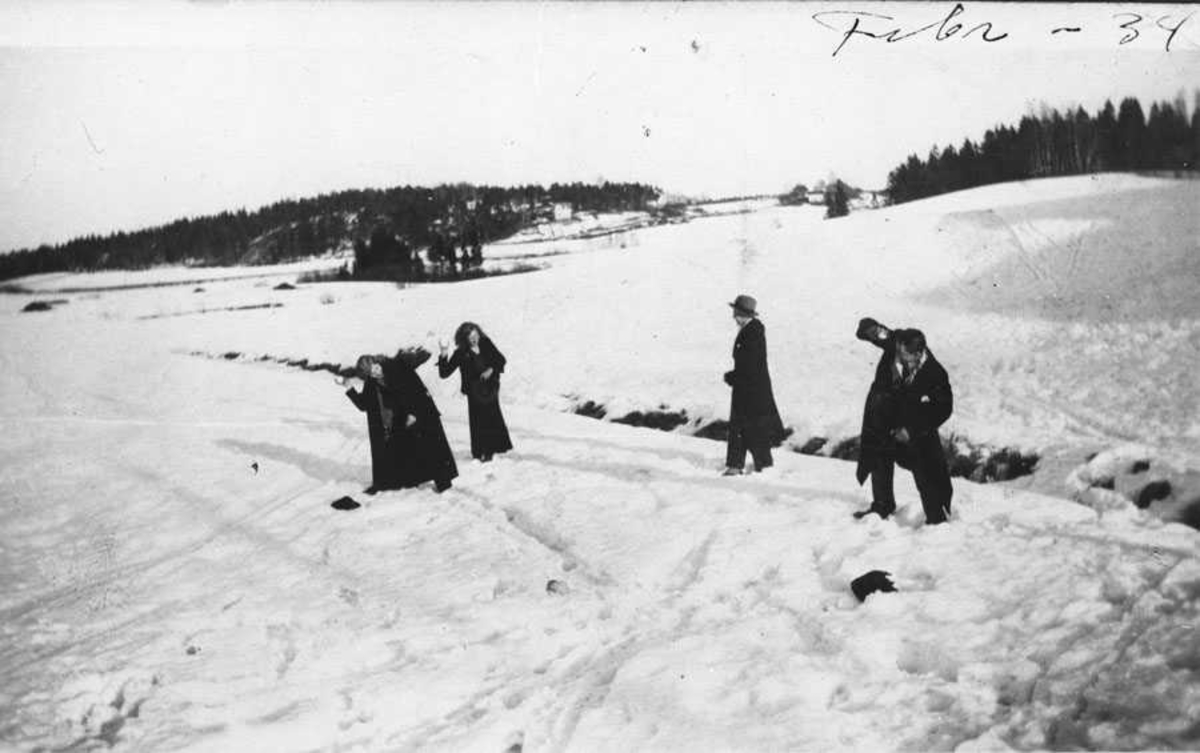 Snøballkrig, 4 personer.