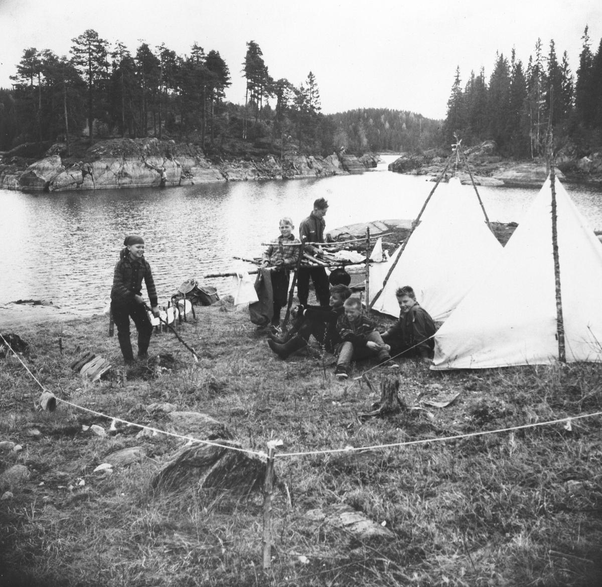 Myrvoll folk på telttur til Børtervann.