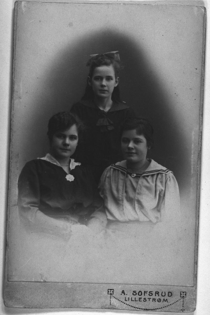 Borghild, Ingeborg og Hilda Sæther.