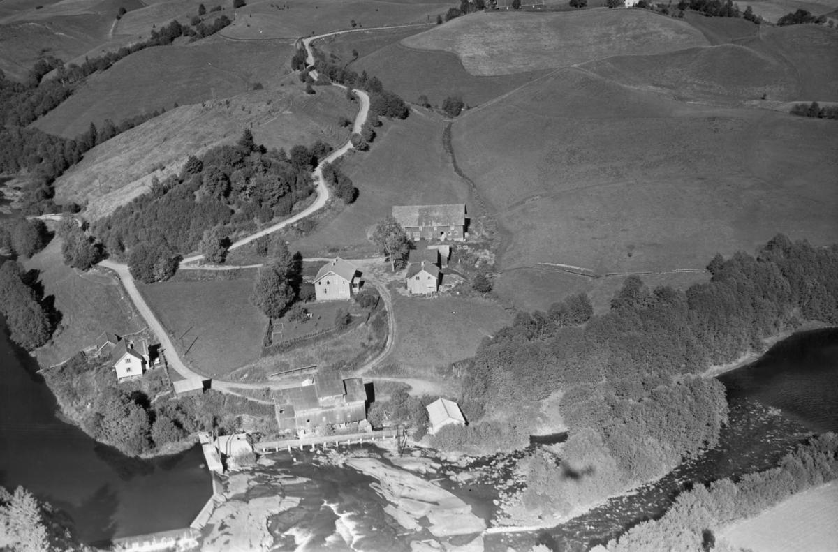 NANNESTAD, Hombledalen gård med kraftverk og mølle. Vegen til venstre er tverrforbindelse mellom RV 120 og Åsvegen