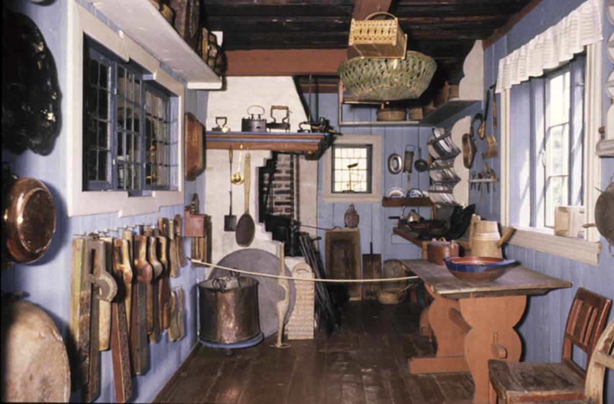 Interiør fra kjøkkenet. Østenstadstua.
