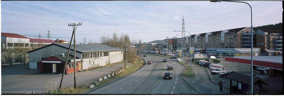 Solheim med lagerbygning til venstre og Metrosenteret til høyre. Lagerbygningen ble oppført SØ for våningshuset på Solheim gård.  Fotovinkel: Ø