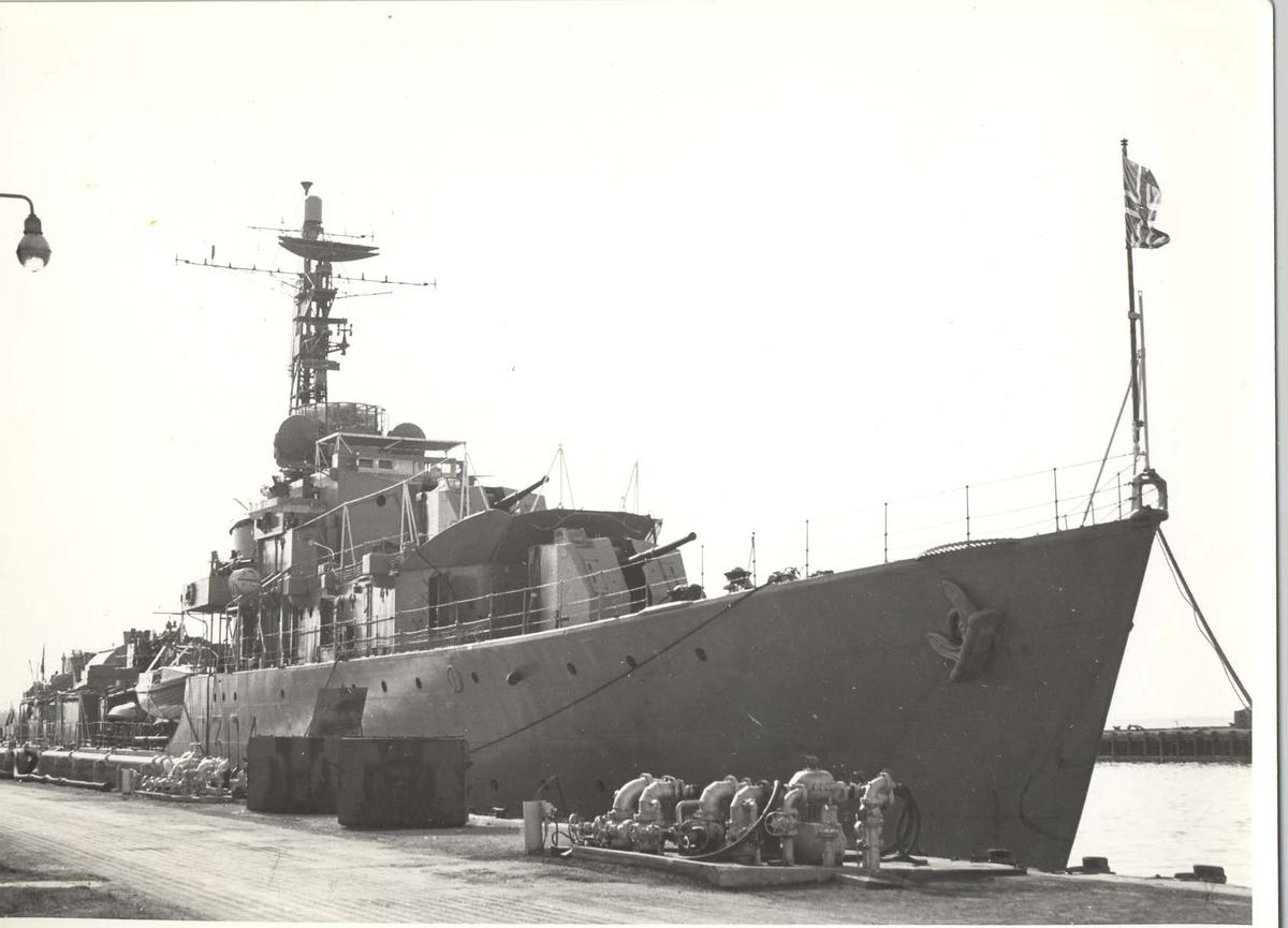 Enkeltbilde. C-kl jager, KNM Bergens tokt til Key West i 1962. trykt fortøyd ved kai.