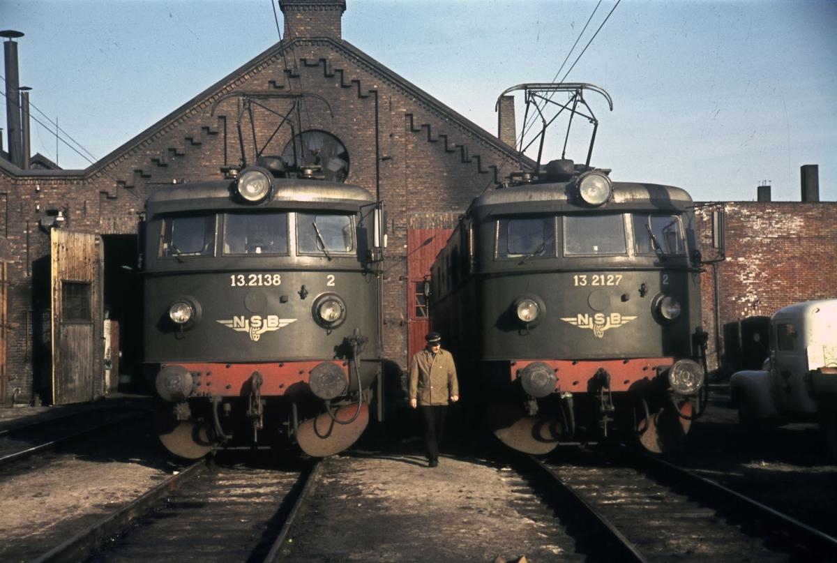 Elektriske lokomotiver ved lokomotivstallen (Rørosbanestallen) på Hamar